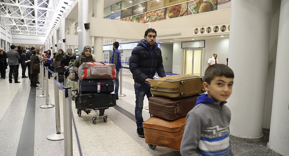 مطار بيروت يعج بالمسافرين
