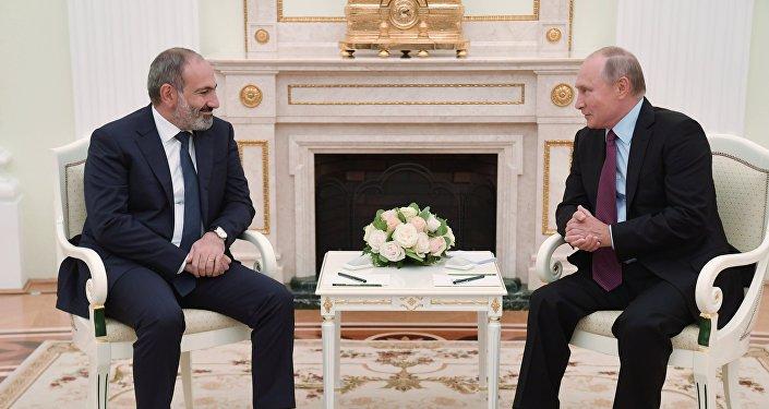 رئيس وزراء أرمينيا، نيكول باشينيان والرئيس الروسي، فلاديمير بوتين،