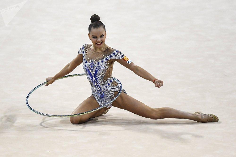 أرينا أفيرينا، لاعبة الجمباز الإيقاعي الروسية