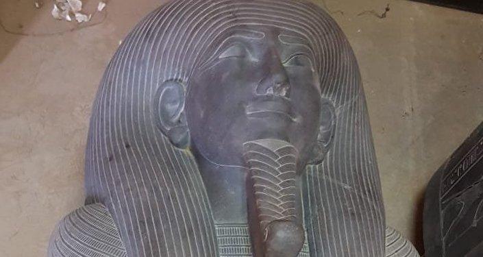قطع آثرية تم نقلها من جنوب القاهرة إلى المتحف المصري الكبير