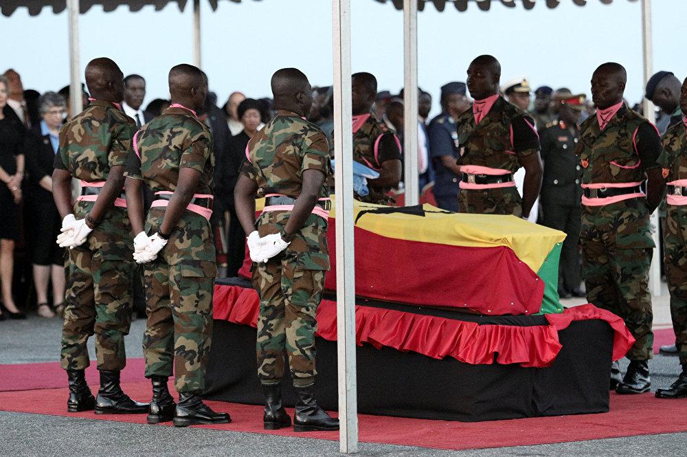 جثمان الأمين العام السابق للأمم المتحدة كوفي عنان ملفوفا بعلم غانا