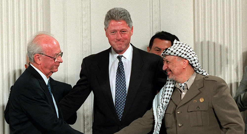 اسحاق رابين وبيل كلينتون وياسر عرفات