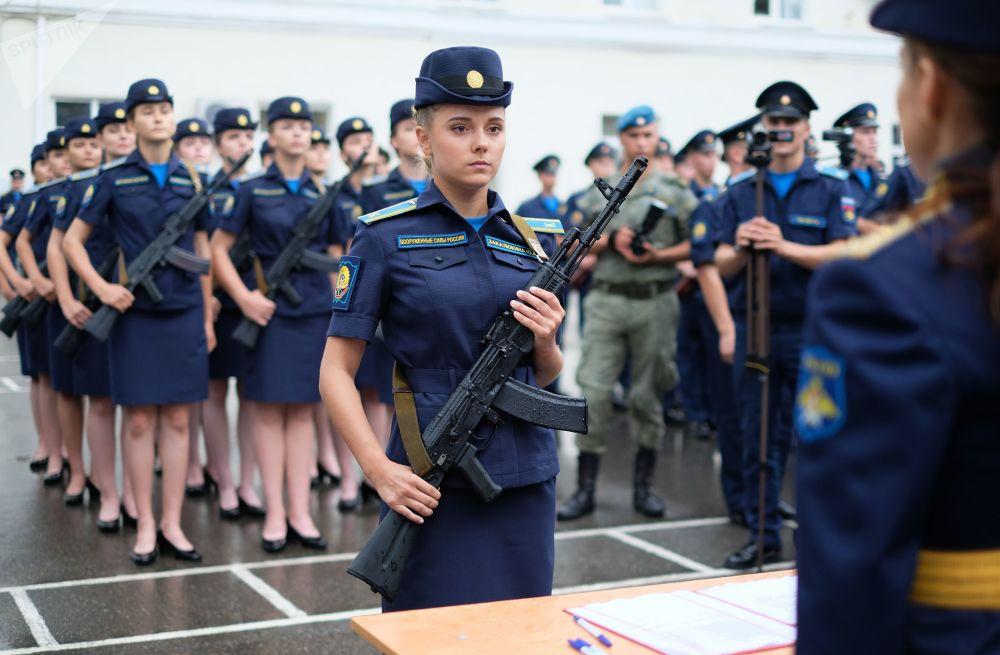 مجندات من مدرسة كراسنودار العسكرية للطيران