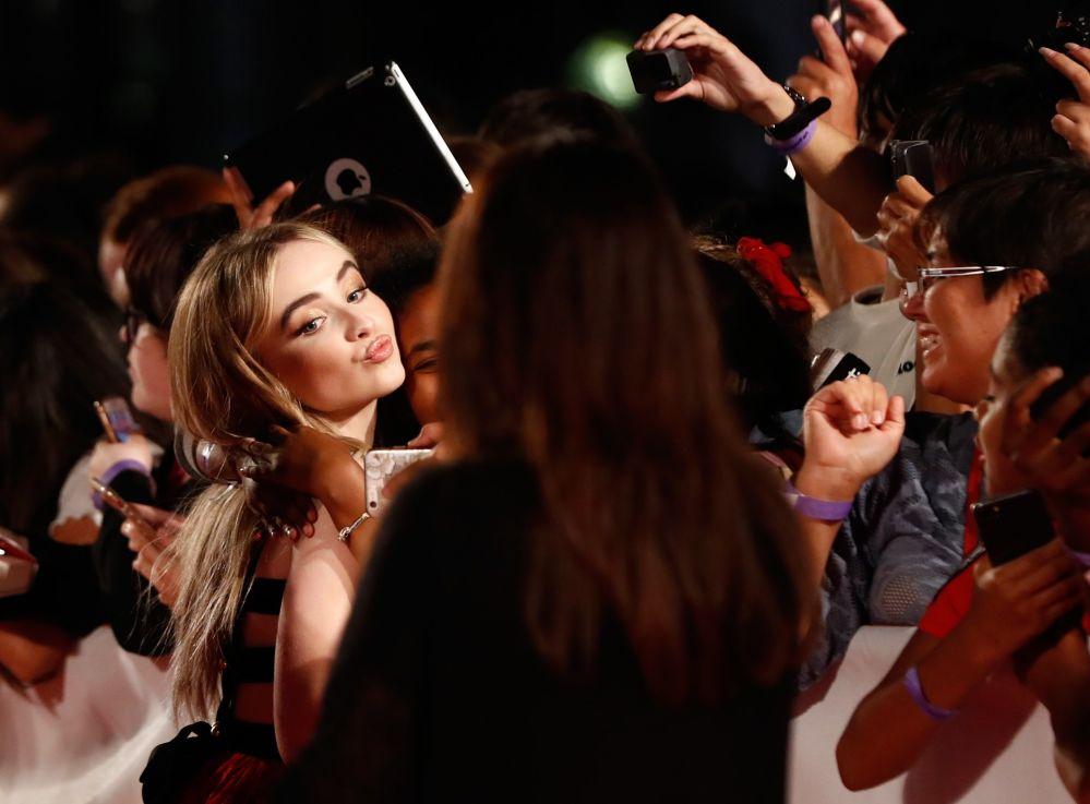 الممثلة سابرينا كاربنتر في العرض الأول لفيلم The Hate U Give في مهرجان الفيلم الدولي في تورنتو ، كندا