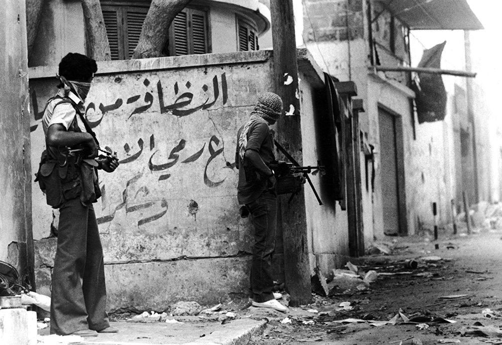 مقاومون خلال اجتياح بيروت 1982