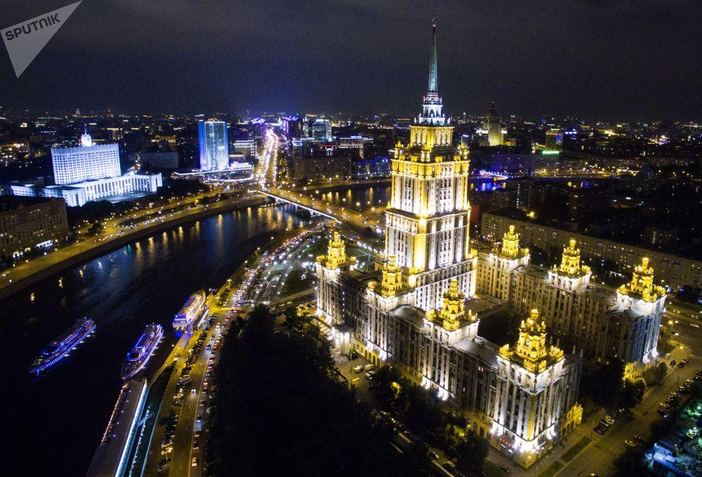 ناطحة السحاب فندق راديسون رويال (Radisson Royal Moscow )  في كوتوزوفسكي بروسبيكت بموسكو