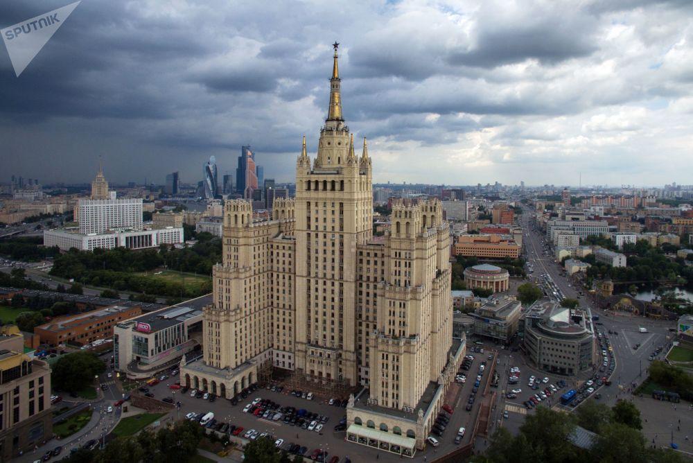 ناطحة السحاب (مبنى سكني) في ساحة كودرينسكايا بموسكو