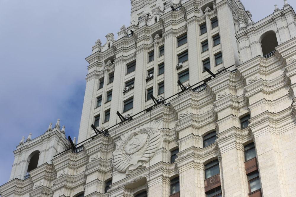 الجزء العلوي لناطحة السحاب في ساحة كراسني فوروتا بموسكو