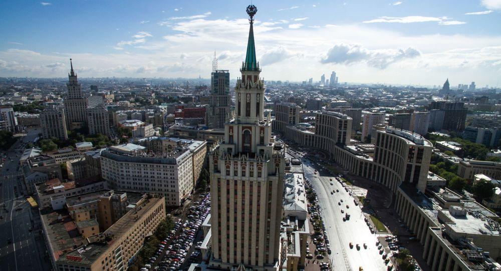 فندق هيلتون لينيغرادسكايا في ساحة كومسومولسكايا في موسكو