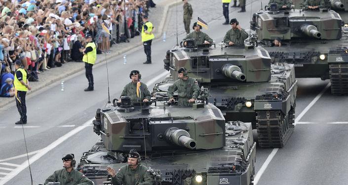 عرض عسكري بمناسبة يوم الجيش البولندي