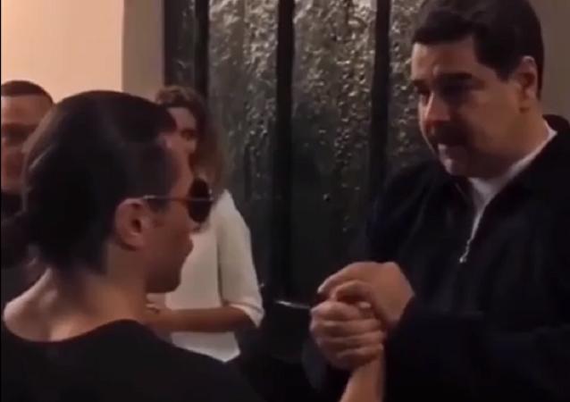 الرئيس الفنزويلي يثير غضب شعبه بالتعاون مع الطاهي التركي الشهير