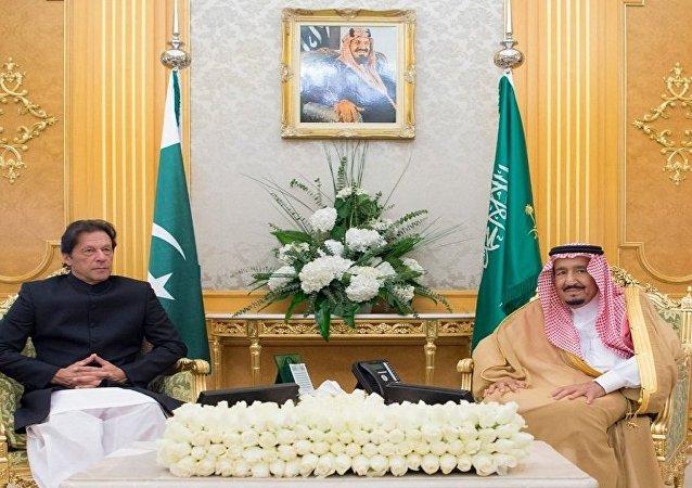 العاهل السعودي الملك سلمان يستقبل رئيس وزراء باكستان عمران خان