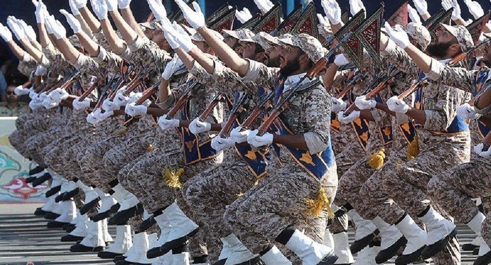 عرض عسكري للجيش الإيراني