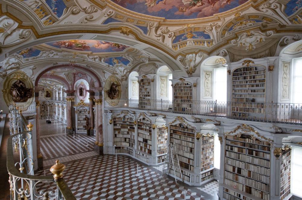 مكتبة تابعة للدير أدمونت آبي في النمسا