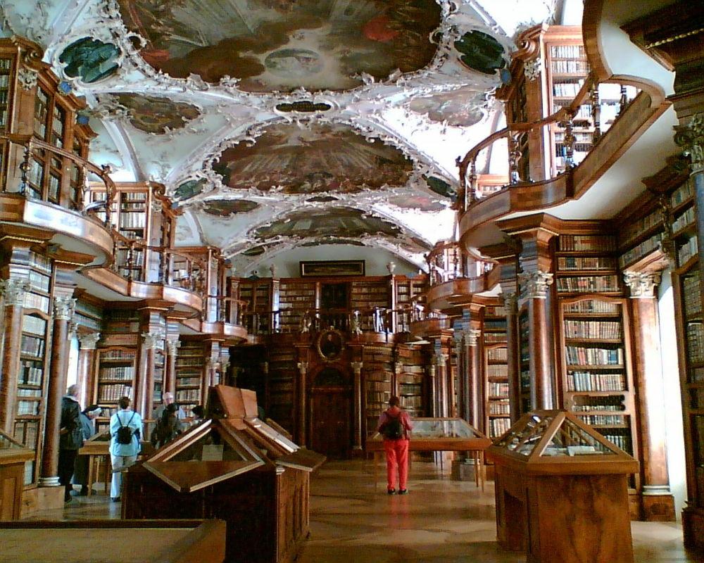 مكتبة دير مكتبة دير سانت غال في سويسرا