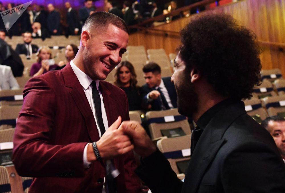 اللاعب المصري محمد صلاح ولاعب المنتخب البلجيكي ادن آزار، خلال مراسم توزيع أفضل جوائز الفيفا لعام 2018