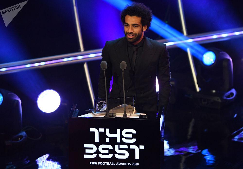 اللاعب المصري محمد صلاح الحاصل على جائزة بوشكاش لأفضل هدف ، خلال حفل توزيع أفضل جوائز الفيفا 2018