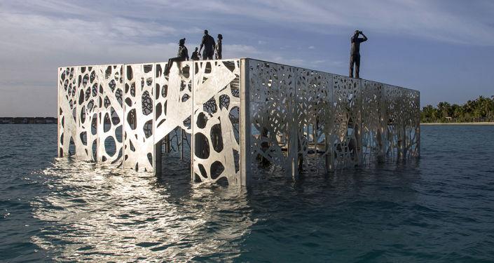 مجموعة فنية كوراليوم (coralarium) من المنحوتات للفنان جيسون دي كايريس تايلور فيجزر المالديف