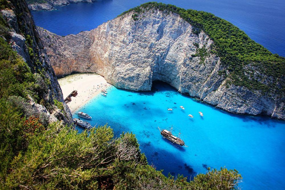 مشهد يطل على جزيرة زاكينثوس في اليونان