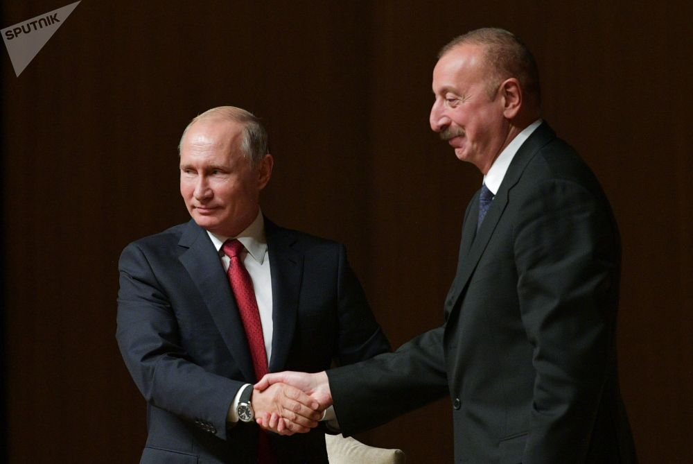 الرئيس فلاديمير بوتين يلتقي بنظيره الأذربيجاني إلهام علييف خلال المنتدى الروسي-الأذربيجاني الدولي في دورته التاسعة في مدينة باكو، أذربيجان