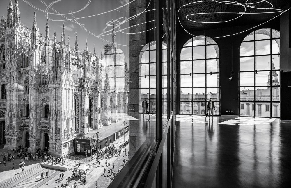 صورة بعنوان Novecento's reflections (انعكاسات القرن العشرين)، من قبل المصور ماركو تاغليارينو من إيطاليا، الذي دخل ضمن قائمة المرشحين النهائيين لمسابقة جوائز فن التصوير المعماري 2018 في فئة حس المكان