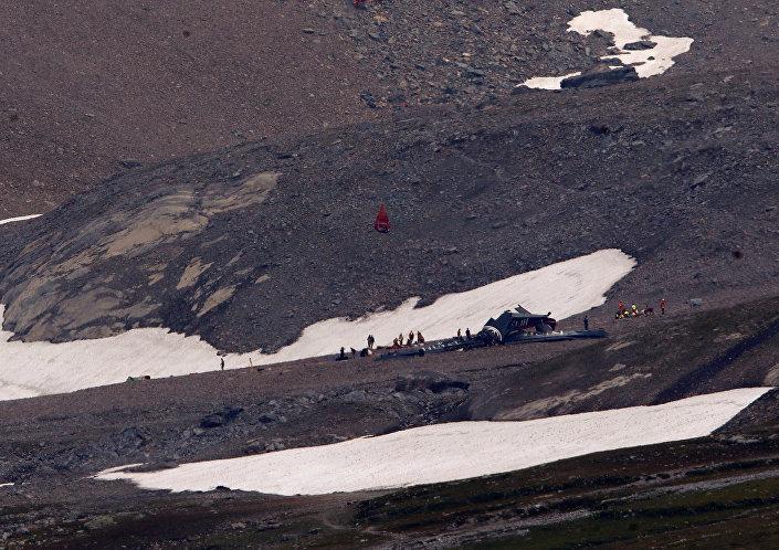 حادث تحطم طائرة وسط الجبال