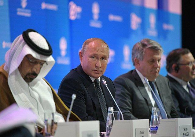 Президент РФ В. Путин принял участие в международном форуме Российская энергетическая неделя