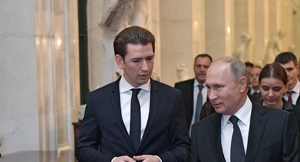 الرئيس الروسي بوتين مع المستشار النمساوي كورتس