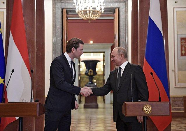 المستشار النمساوي، سيباستيان كورتس مع الرئيس الروسي فلاديمير بوتين / النمسا