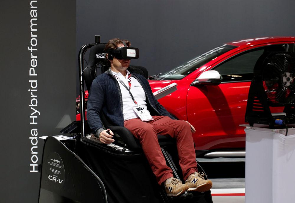 سيارة موديل هوندا ا-إم إم دي انتيليجنت مولتي-مود درايف (Honda I-MMD intelligent Multi-Mode Drive) في معرض السيارات الدولي مونديال دو لوتوموبيل في باريس، 3 أكتوبر/ تشرين الأول 2018