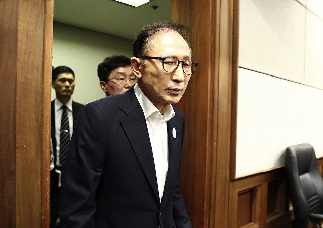رئيس كوريا الجنوبية الأسبق لي ميونج باك