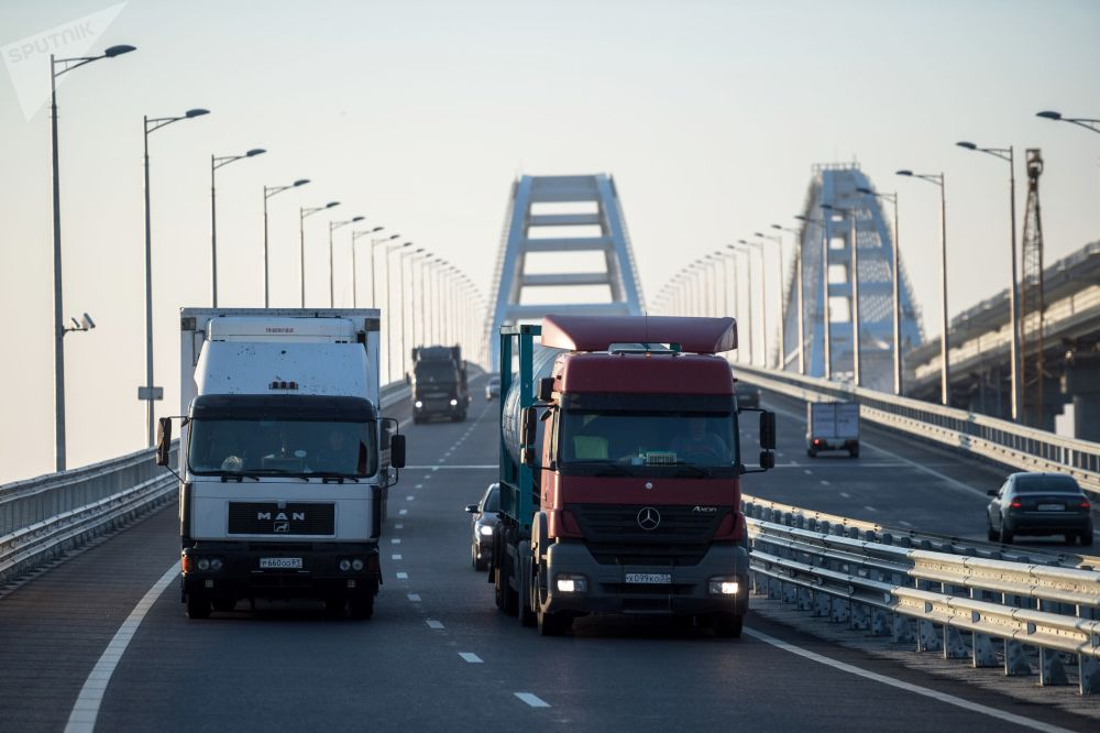 رفع القيود المفروضة على حركة المركبات والشاحنات الثقيلة أكثر من 3.5 طن على جشر القرم