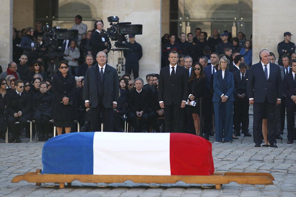 فرنسا خلال وداع المغني الفرنسي الأرمني شارل أزنافور