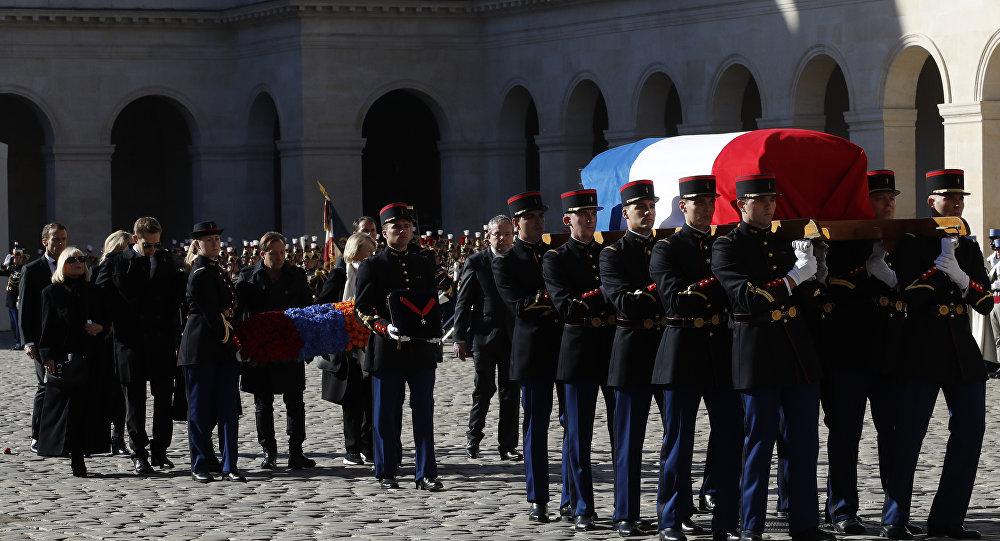 فرنسا تودع شارل أزنافور