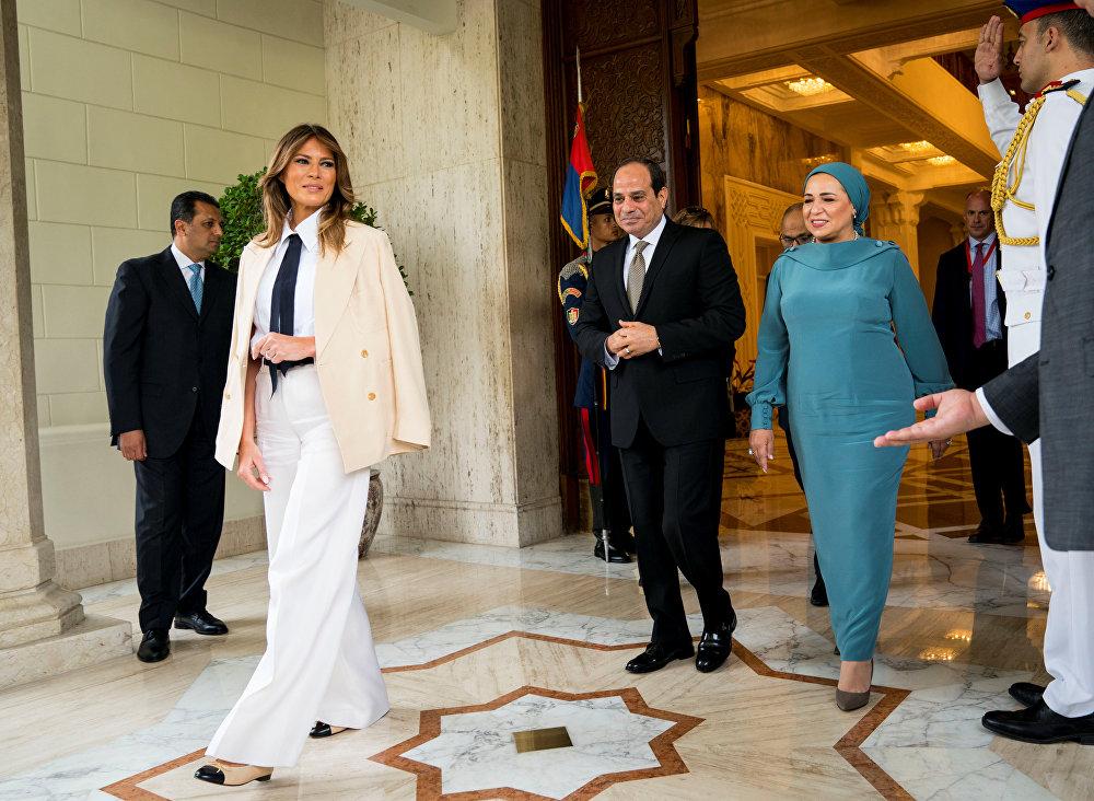ميلانيا ترامب في القصر الرئاسي بالقاهرة، ومعها الرئيس المصري عبد الفتاح السيسي وزوجته، 6 أكتوبر/تشرين الأول 2018