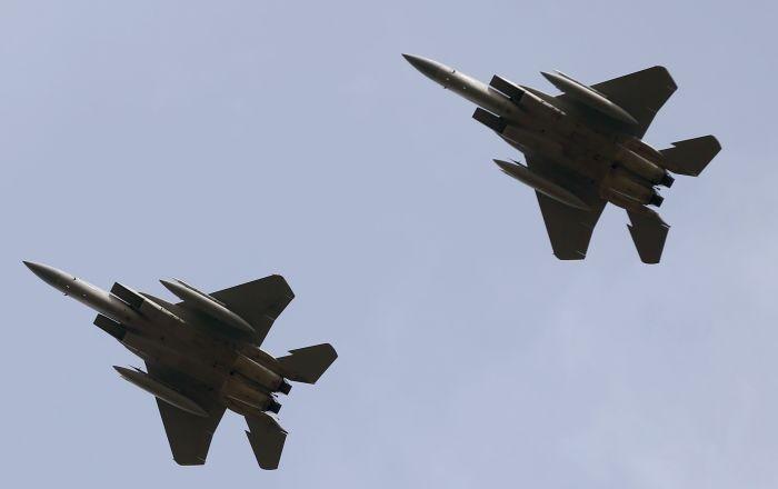 """تسليح مقاتلة """"إف-15"""" بقنبلة ذرية جديدة"""