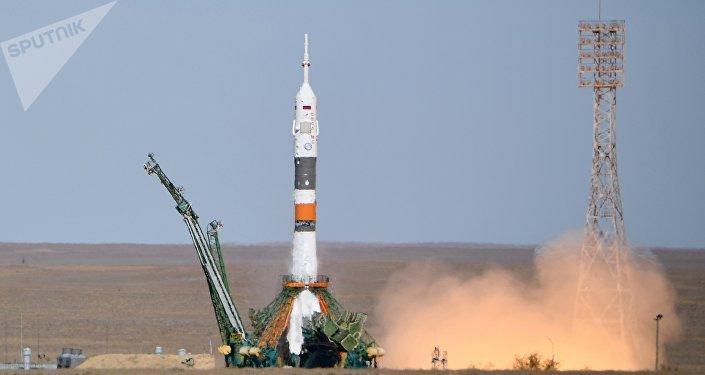 أعلن مدير البث التلفزيوني لوكالة الفضاء الروسية روسكوسموس عن حدوث عطل للصاروخ الحامل سويوز إم إس -10 الذي يحمل على متنه الطاقم الجديد لمحطة الفضاء الدولية.