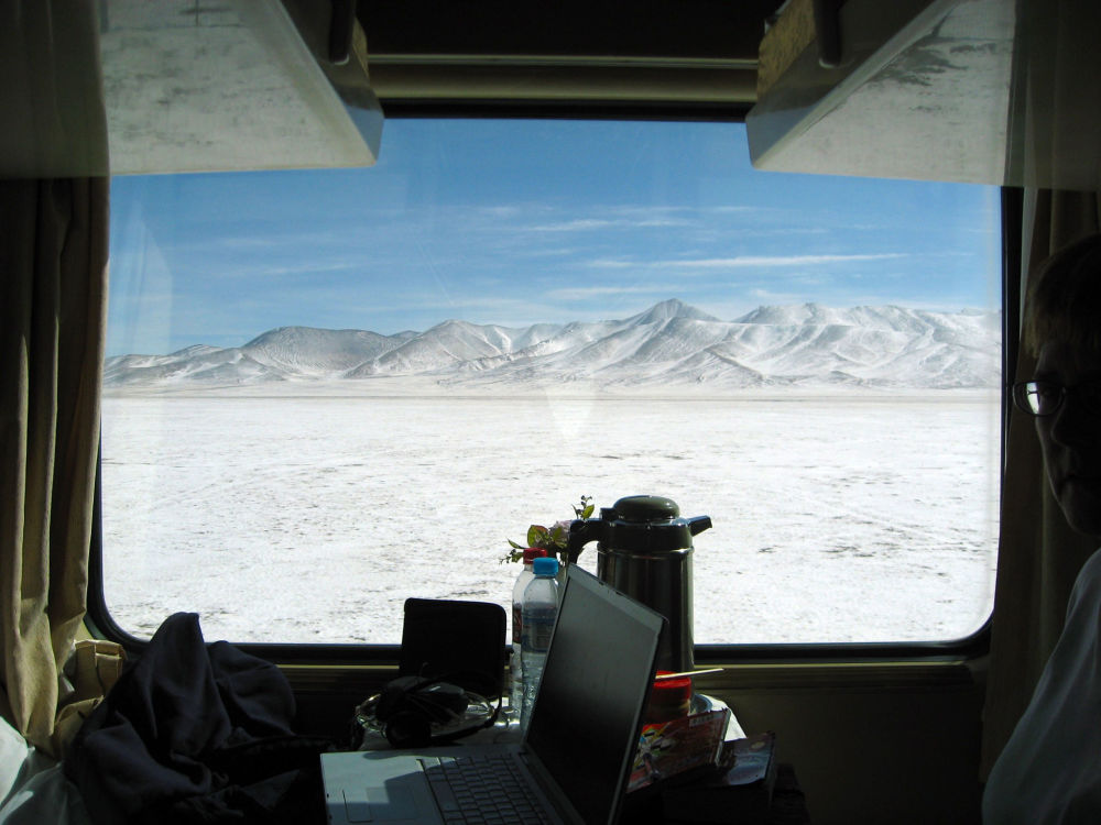 قطار يتجه من بكين إلى لهاسا في التبت