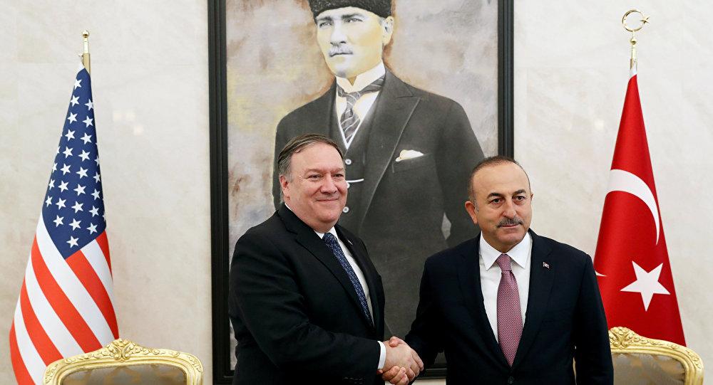 وزير الخارجية التركي مولود جاويش اوغلو ونظيره الأمريكي مايك بومبيو