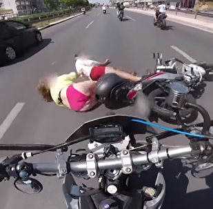 فتاة تندم على ركوبها دراجة هوائية