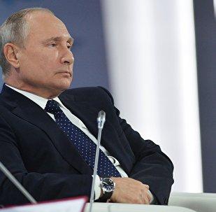 الرئيس فلاديمير بوتين خلال اللقاء في نادي فالداي بمدينة سوتشي، 18 أكتوبر/ تشرين الأول 2018