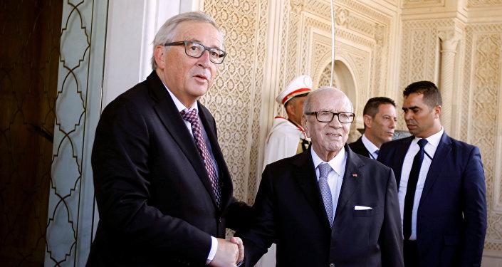 الرئيس التونسي الباجي قايد السبسي مع رئيس المفوضية الأوروبية جان كلود يونكر