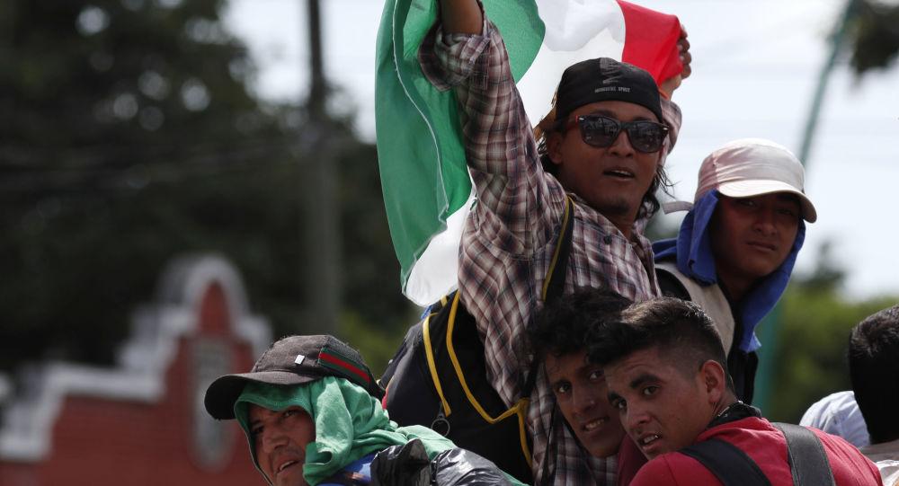قافلة من المهاجرين  على حدود المكسيك و غواتيمالا، يتجهون إلى حدود الولايات المتحدة الأمريكية  21 أكتوبر/ تشرين الأول 2018