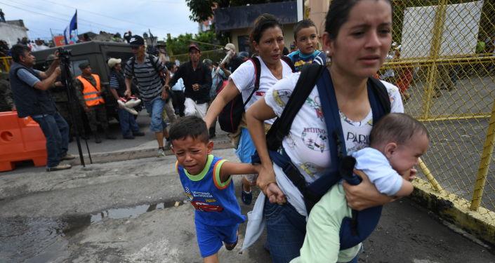 قافلة من المهاجرين  على حدود المكسيك و غواتيمالا، يتجهون إلى حدود الولايات المتحدة الأمريكية  19 أكتوبر/ تشرين الأول 2018