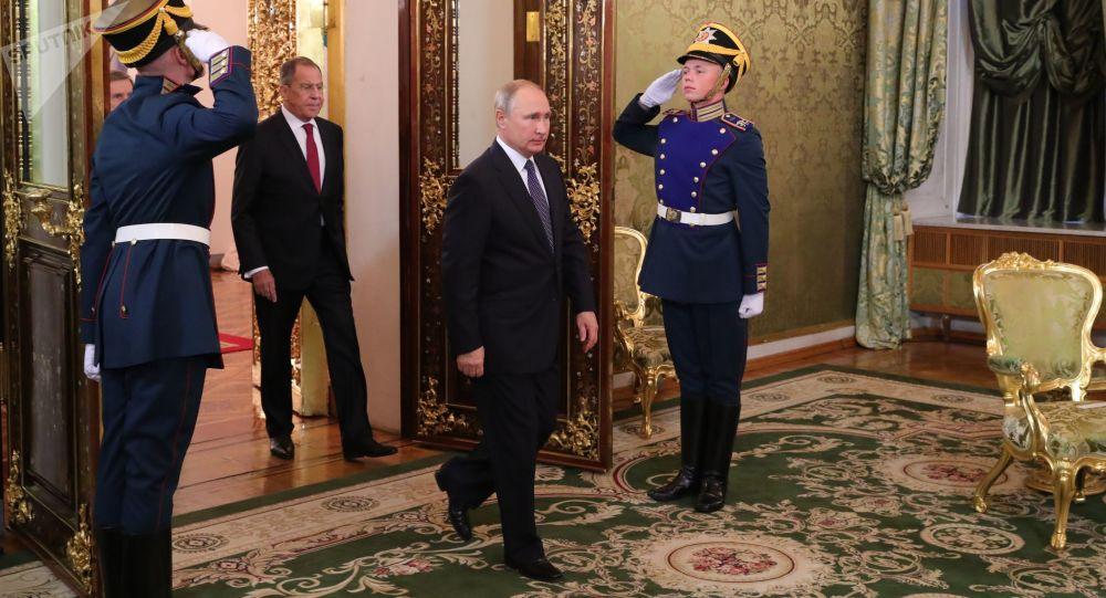 الرئيس فلاديمير بوتين قبل لقائه رئيس الوزراء الإيطالي جوزيبي كونتي، 24 أكتوبر/ تشرين الأول 2018