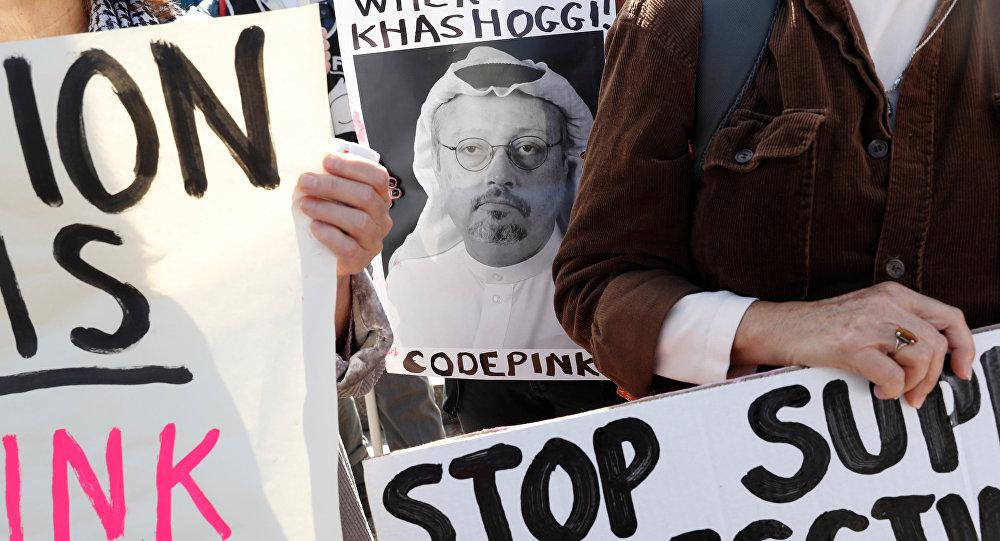 نشطاء يحملون صور الصحفي السعودي جمال خاشقجي في اسطنبول، تركيا 19  أكتوبر/ تشرين الأول 2018