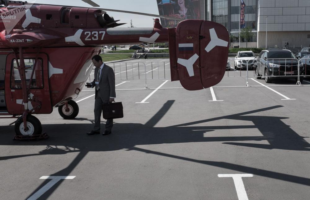المروحية الحربية كا-226 تيخلال معرض HeliRussia 2015 الدولي الثامن لصناعة المروحيات في موسكو