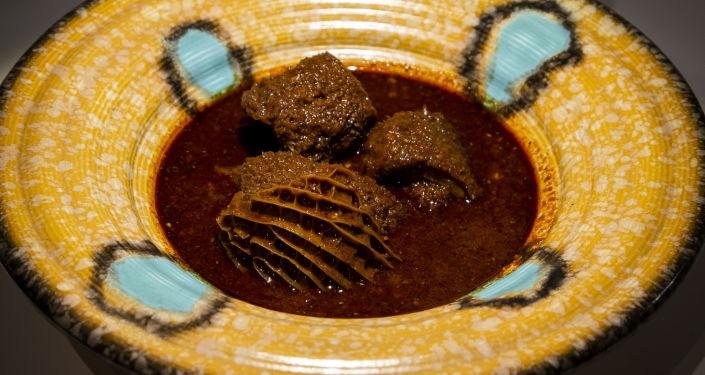 طبق مينودو المكسيكي التقليدي - حساء من معدة الخروف