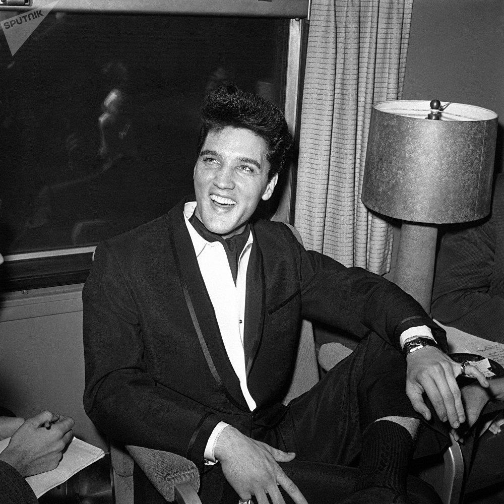 المغني والممثل الأمريكي إلفيس بريسلي، 1960