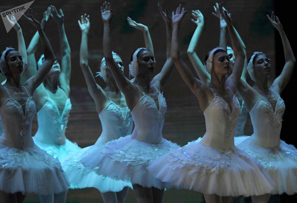 المشاركات في حفل الباليه كريملين غالا نجوم الباليه القرن الـ 21 على مسرح قصر الكرملين